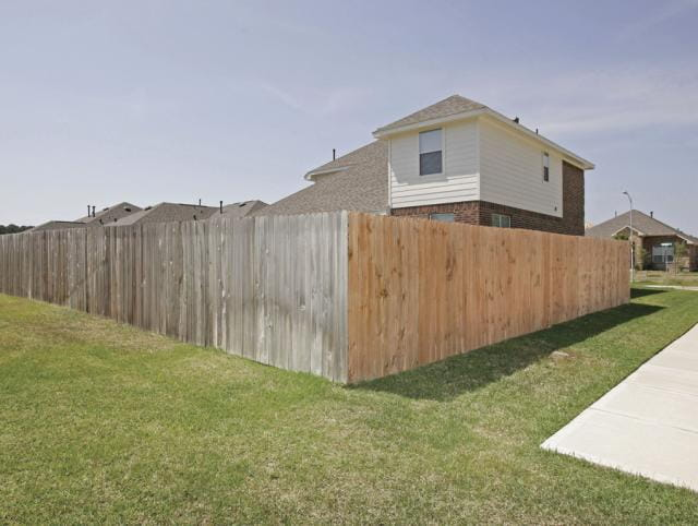 comparing cedar fence pickets to michroshade for fading